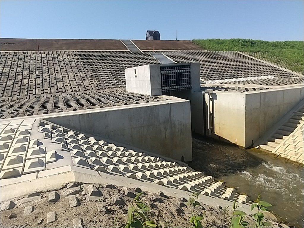 石狩川維持工事の内 二区幹線樋門改良外工事