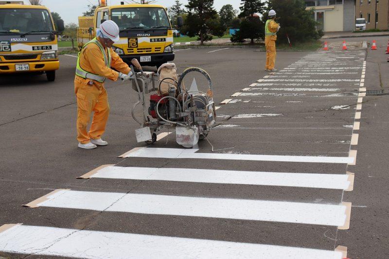 地域貢献活動を実施/新篠津温泉たっぷの湯駐車場白線引き